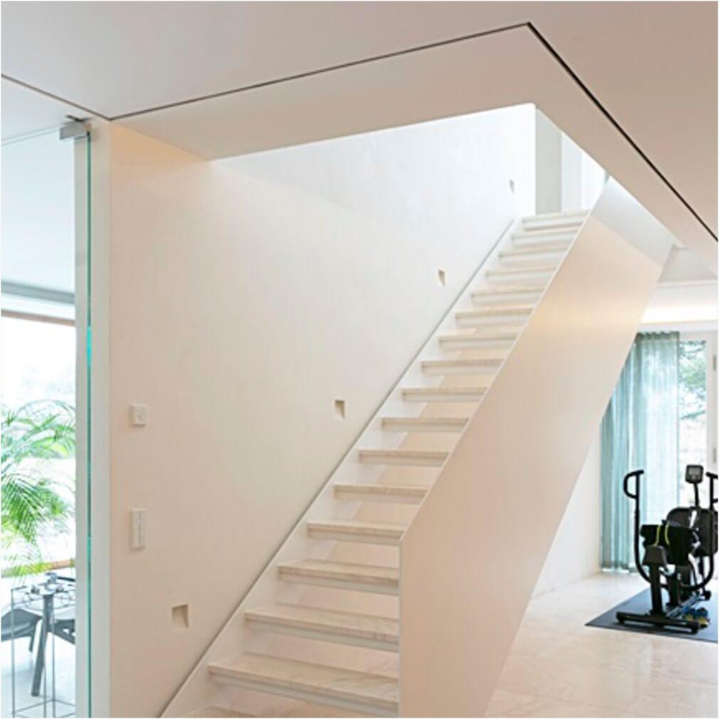 Gerade Loft-Treppe