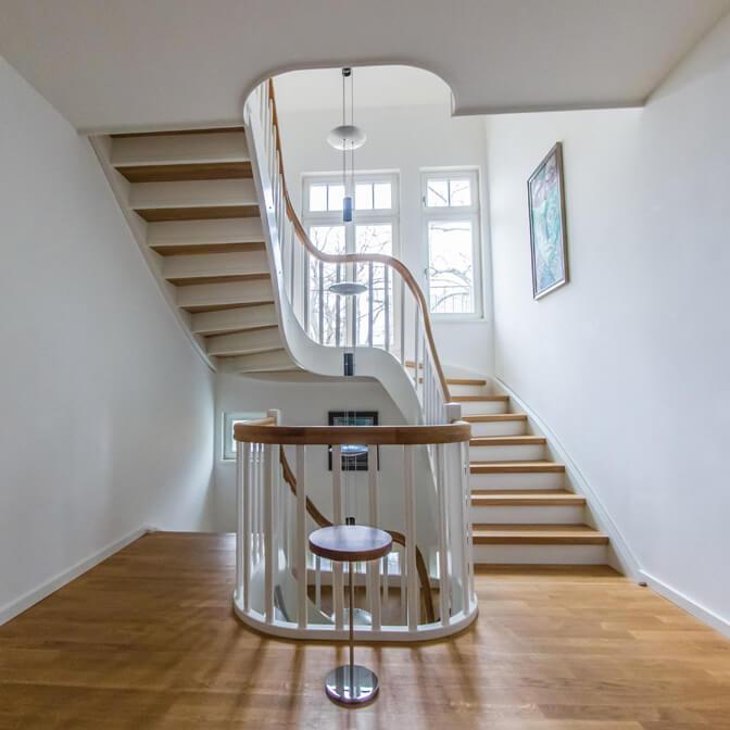 mehrfach gewendelte Treppe