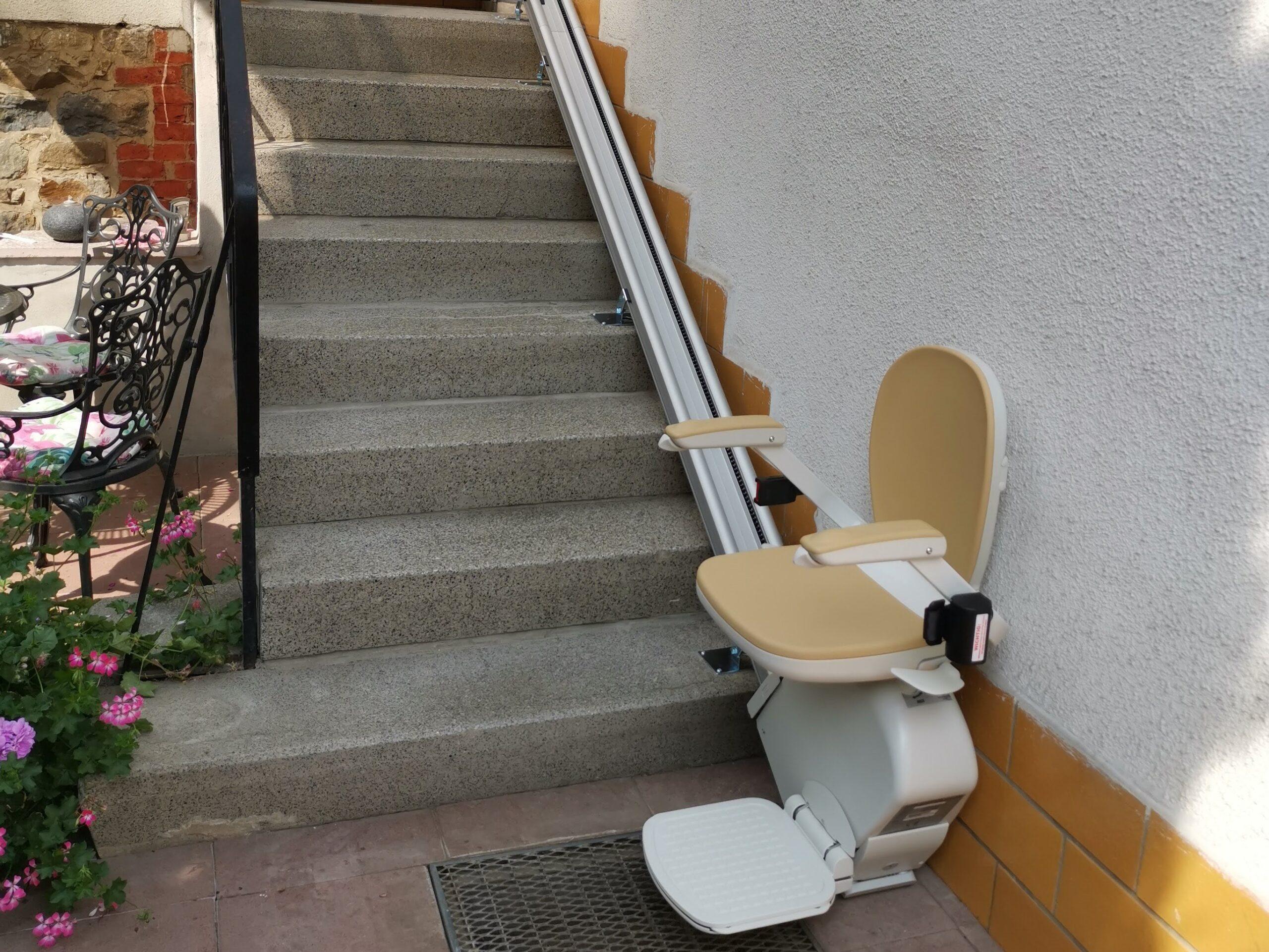 Außenlift gerade Treppe