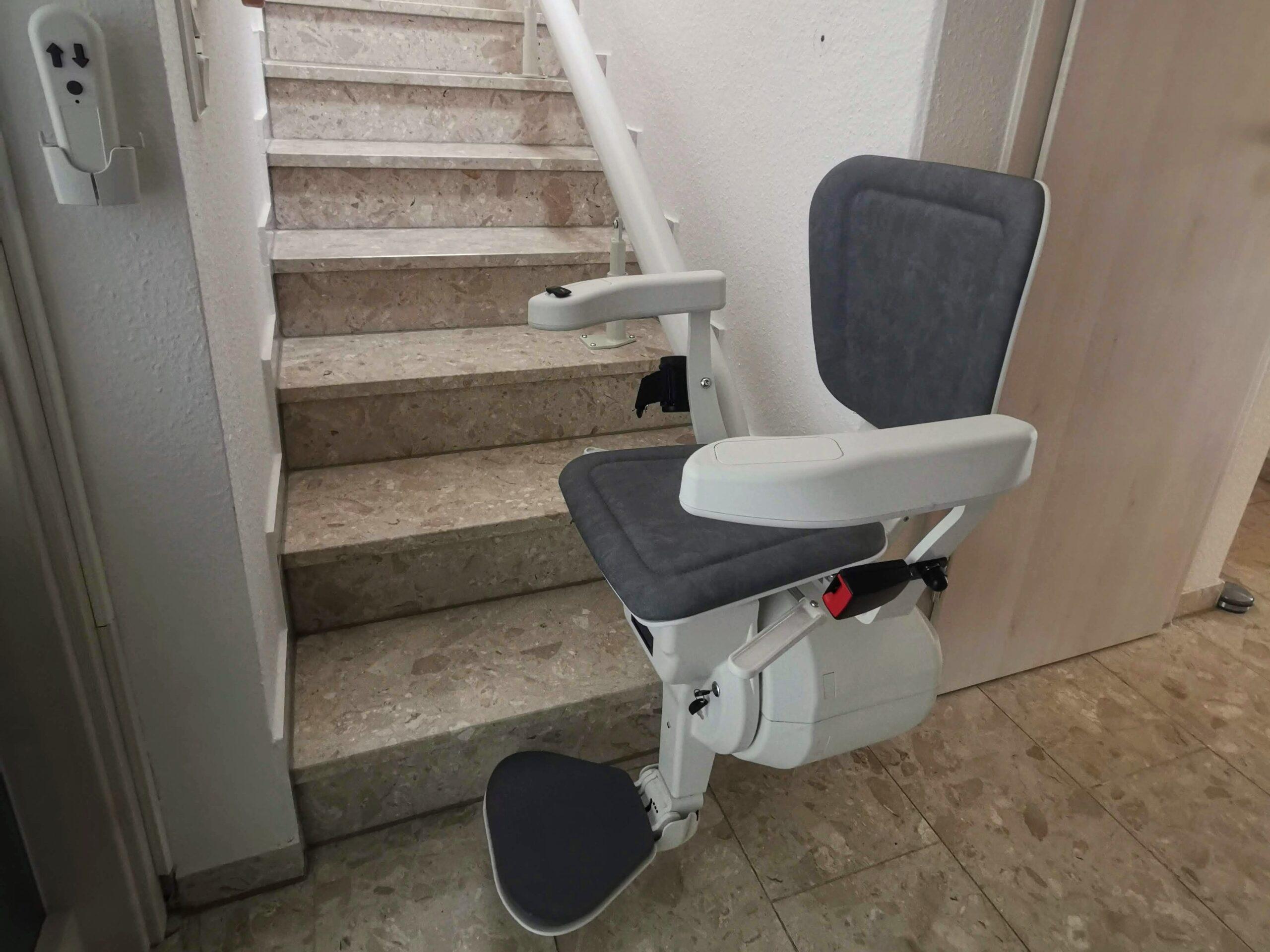 Treppenlift mit Start erste Stufe